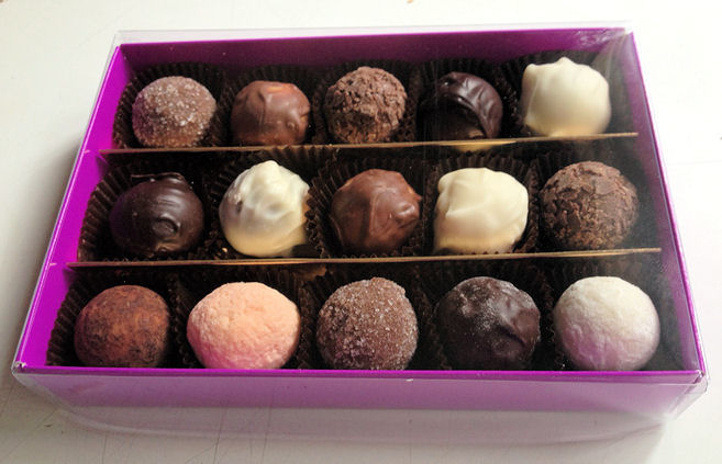 Chocolate Selection Box 15pc (image 1)