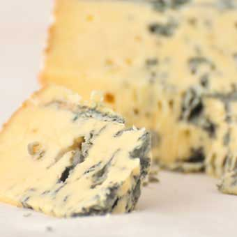 Perl Las Mini Truckle 450g ... smooth Blue; Fabulous Blue, described by the Organic Food awards judges as 'lovely and unique with a strong lingering flavour'.