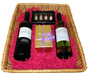 Chocolates and Australian Wines Giftbox